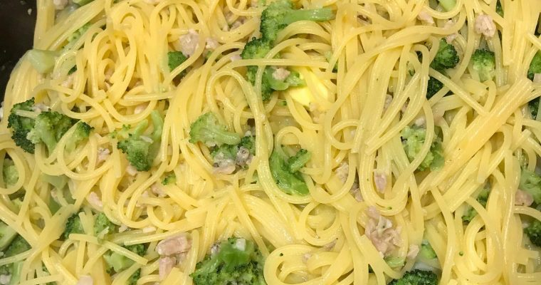Easy linguine in clam sauce with Broccoli